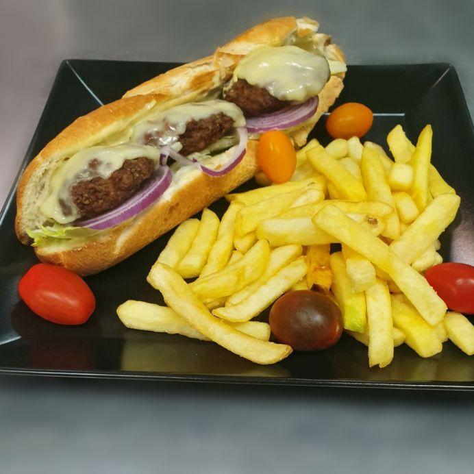 Sandwich cu chiftele de porc